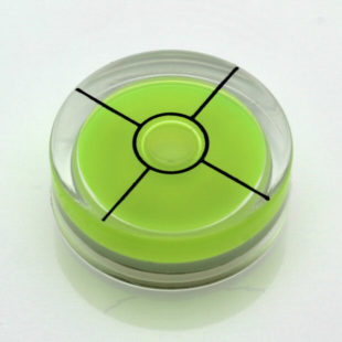 AV30G/CROSS – Plastic circular vial, Ø30x10mm, green, 37'/2mm/cross hairs