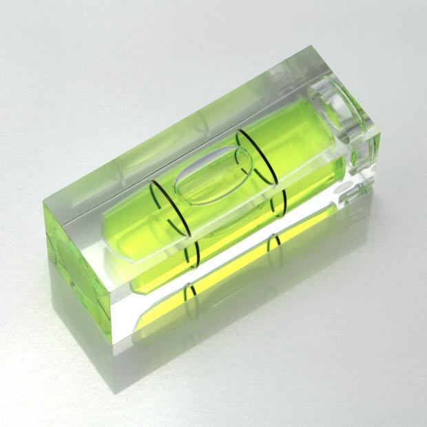 S40 – Plastic sq. section vial, 40x15x15mm, green liquid