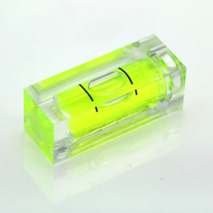 SC32 – Plastic sq. section vial, 32x12x12mm, green liquid